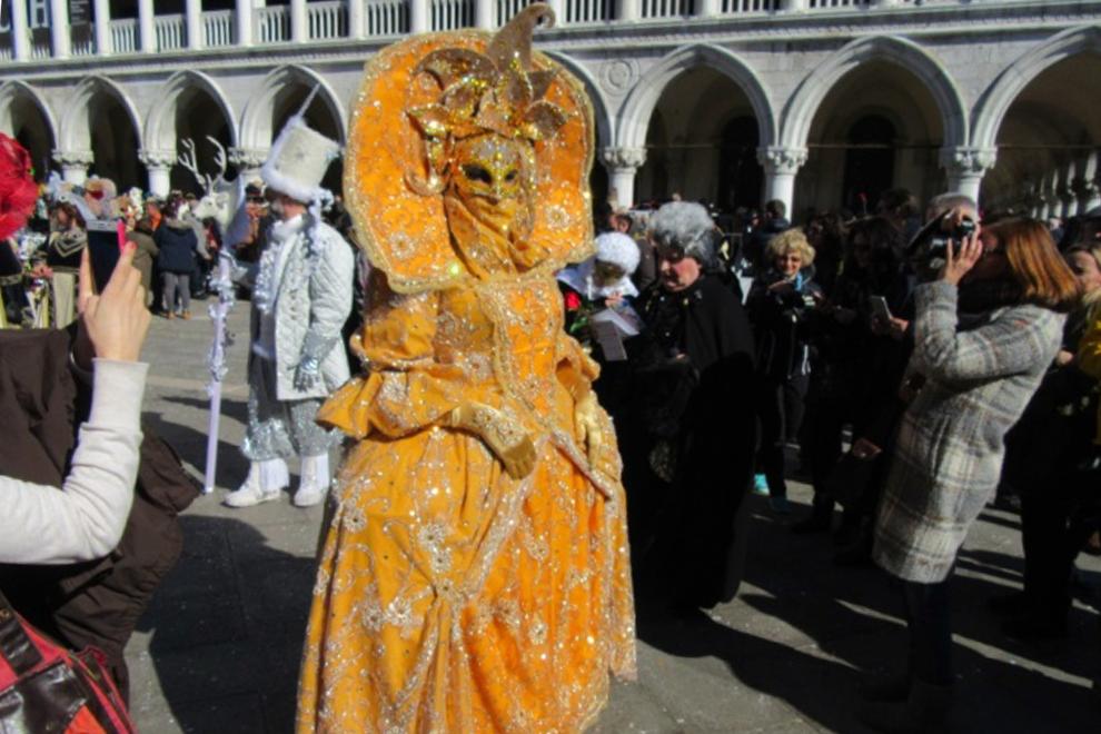 Итальянцы по традиции встречают весну Венецианским карнавалом