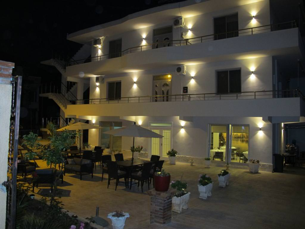 Nika Hotel  3*