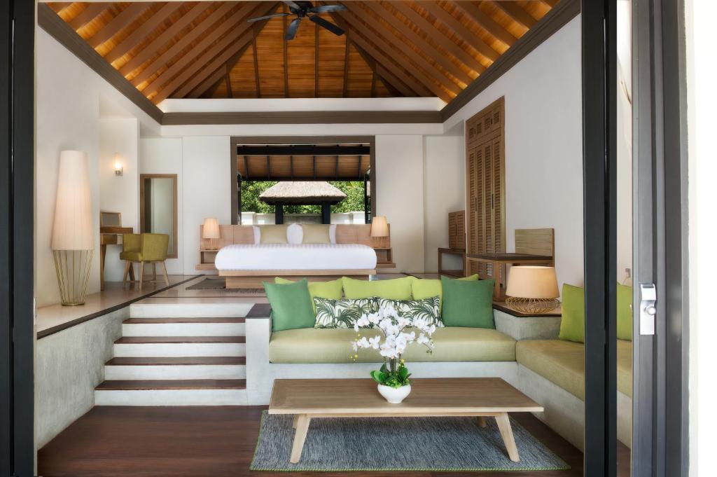 Beach Villa with Private Pool JA Manafaru 5*Deluxe
