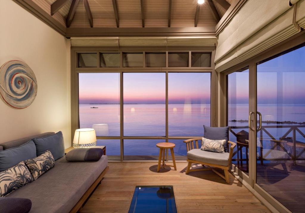 Sunset Water Villa with Infinity Pool JA Manafaru 5*Deluxe