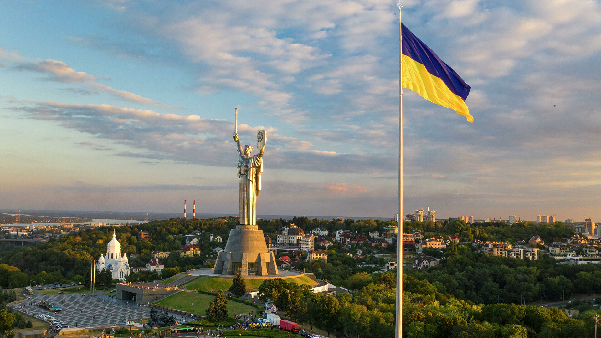 Украина добавила Беларусь в красную зону