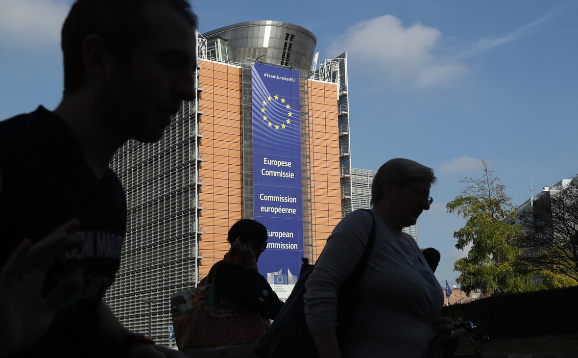 Еврокомиссия предлагает открыть страны для всех вакцинированных туристов